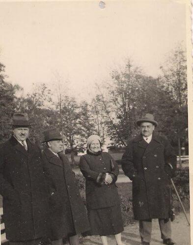 Irena i Eugeniusz Budzyńscy z przyjaciółmi