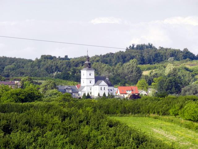 Kościół w Szczaworyżu widok z kurhanu